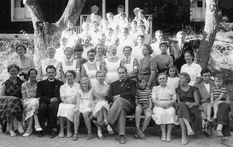 Personal. Intendent Ole Carneskog med personal. 1955.jpg