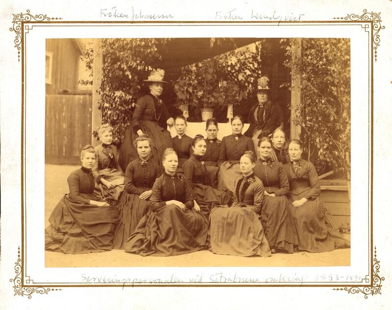 Sätra Brunn. Personal. Serveringspersonalen Vid Sätrabrunn omkring 1888-1891. Fröken Johansson, Fröken Lundqvist..jpg