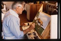 Man målar hästmotiv